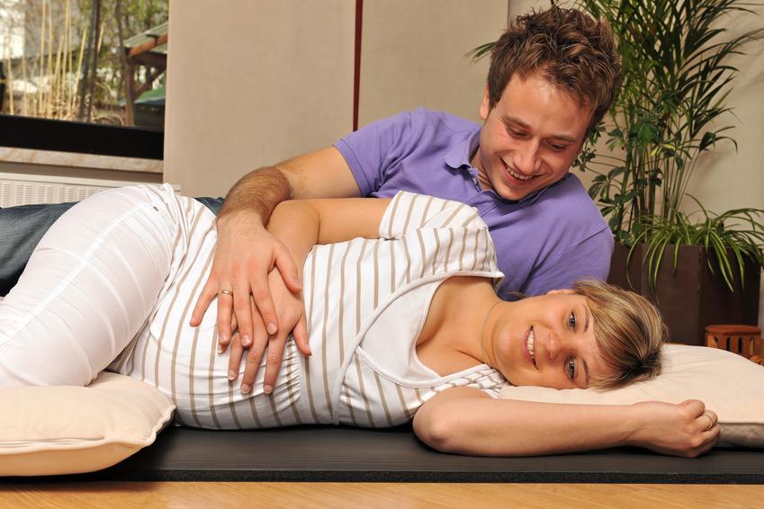 Atemübungen als Paar: verbindet, entspannt und kommt Ihrem Baby zugute.